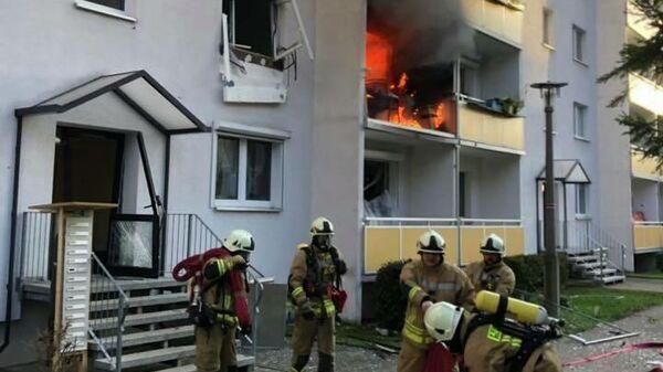 Пожарные на месте взрыва в жилом доме в немецком Бланкенбурге. 13 декабря 2019