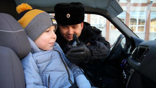 В Тюменской области полицейские исполнили новогоднее желание 4-летнего Демида Гончарова в рамках всероссийской акции Елка желаний