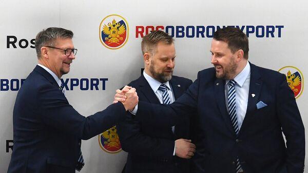 Главный тренер сборной Финляндии Юкка Ялонен (слева)