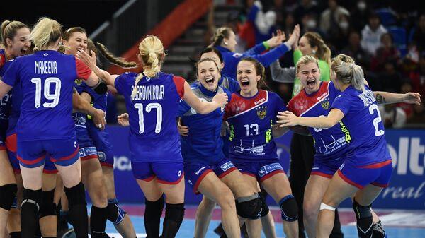 Гандболистки сборной России после победы в матче за бронзу чемпионата мира