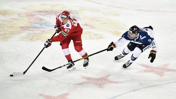 Нападающий сборной России Кирилл Капризов и форвард сборной Финляндии Юхо Ламмикко