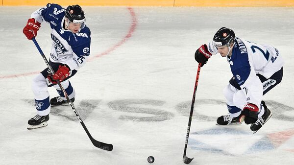 Игроки сборной Финляндии Миро Аалтонен и Юлиус Няттинен