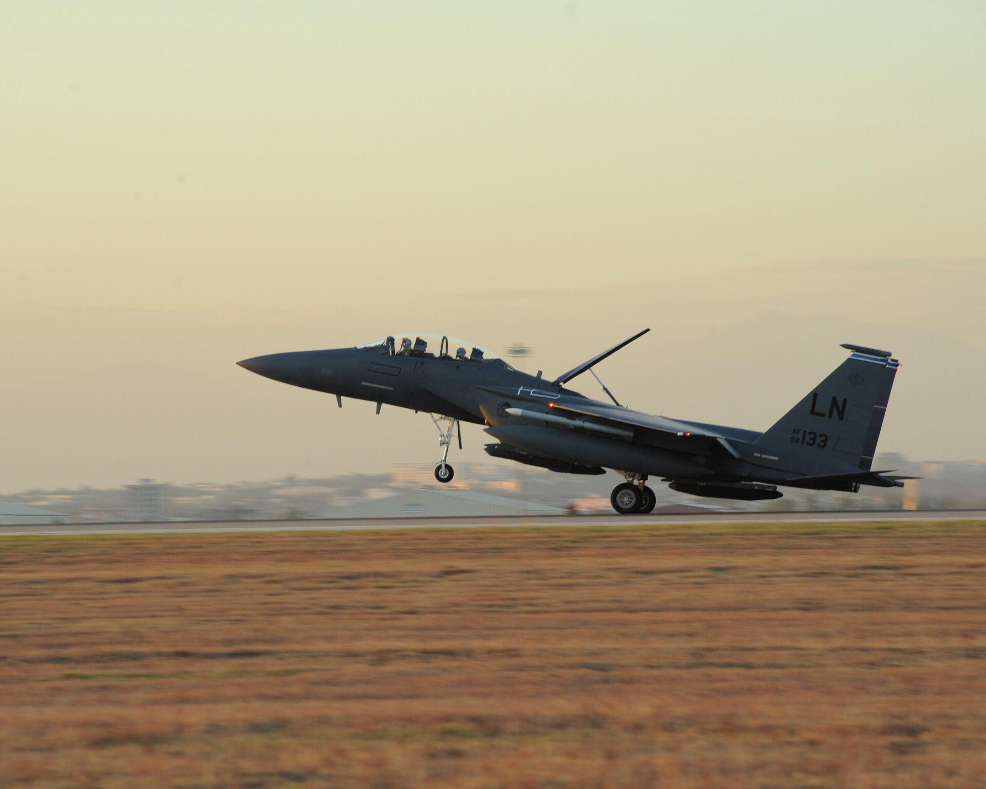 Истребитель ВВС США F-15E Strike Eagle на авиабазе Инджирлик, Турция - РИА Новости, 1920, 27.11.2020
