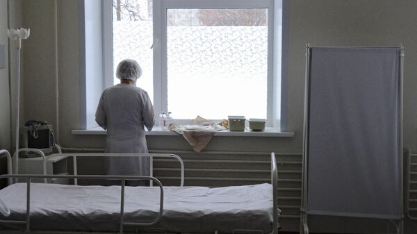 Медицинская сестра в больничной палате