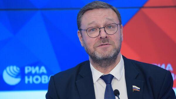 Константин Косачев во время пресс-конференции в Международном мультимедийном пресс-центре МИА Россия сегодня