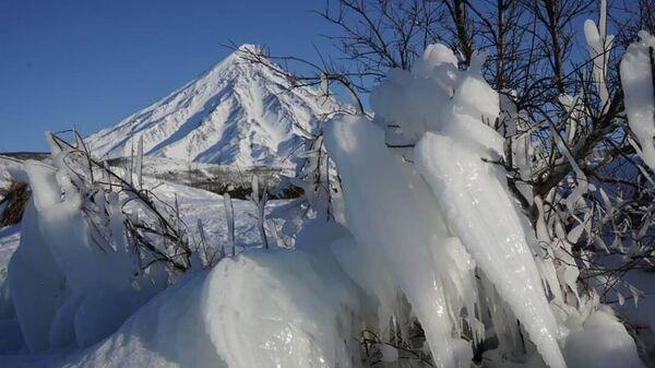 Кроноцкое озеро покрылось льдом
