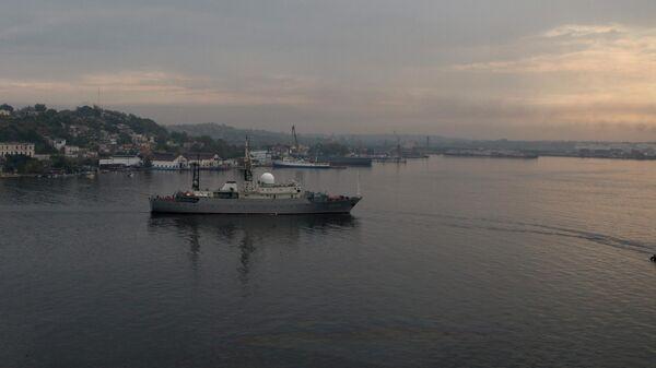 Российский военный корабль Виктор Леонов