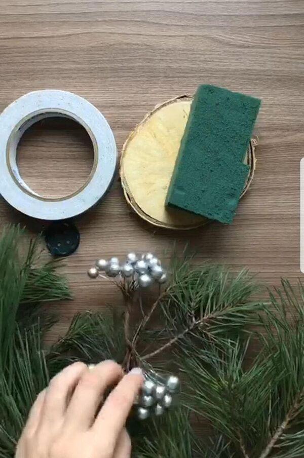 Пена и иголки: как быстро сделать новогоднюю елочку для рабочего стола