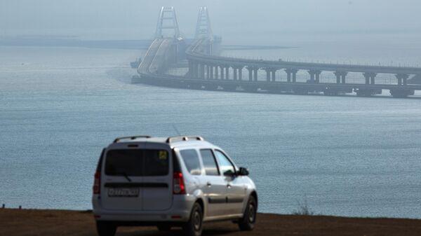 Вид на Крымский мост с Крымского полуострова