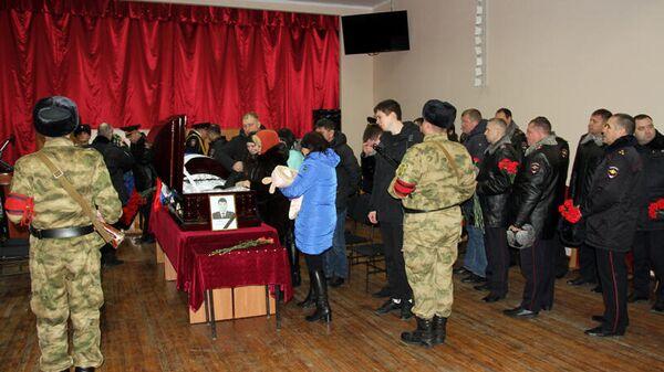 Церемония прощания с погибшим при исполнении служебных обязанностей сотрудником полиции в Саратове