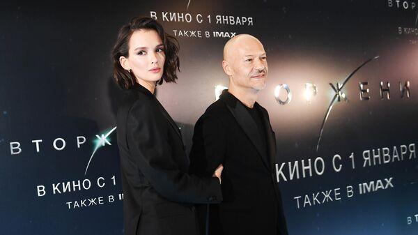 Кинорежиссер Федор Бондарчук и актриса Паулина Андреева на премьере фильма Вторжение