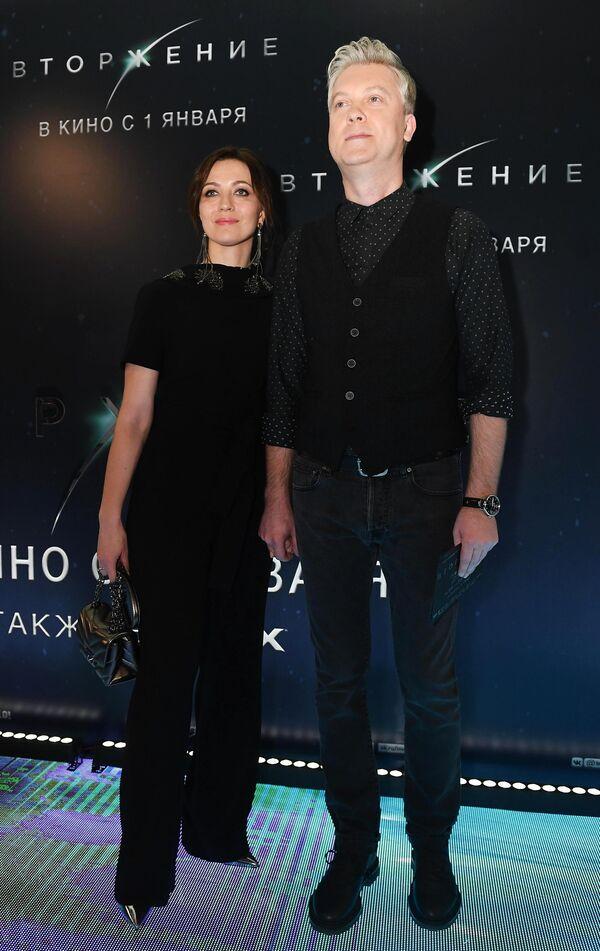 Актер Сергей Светлаков с супругой на премьере фильма Вторжение