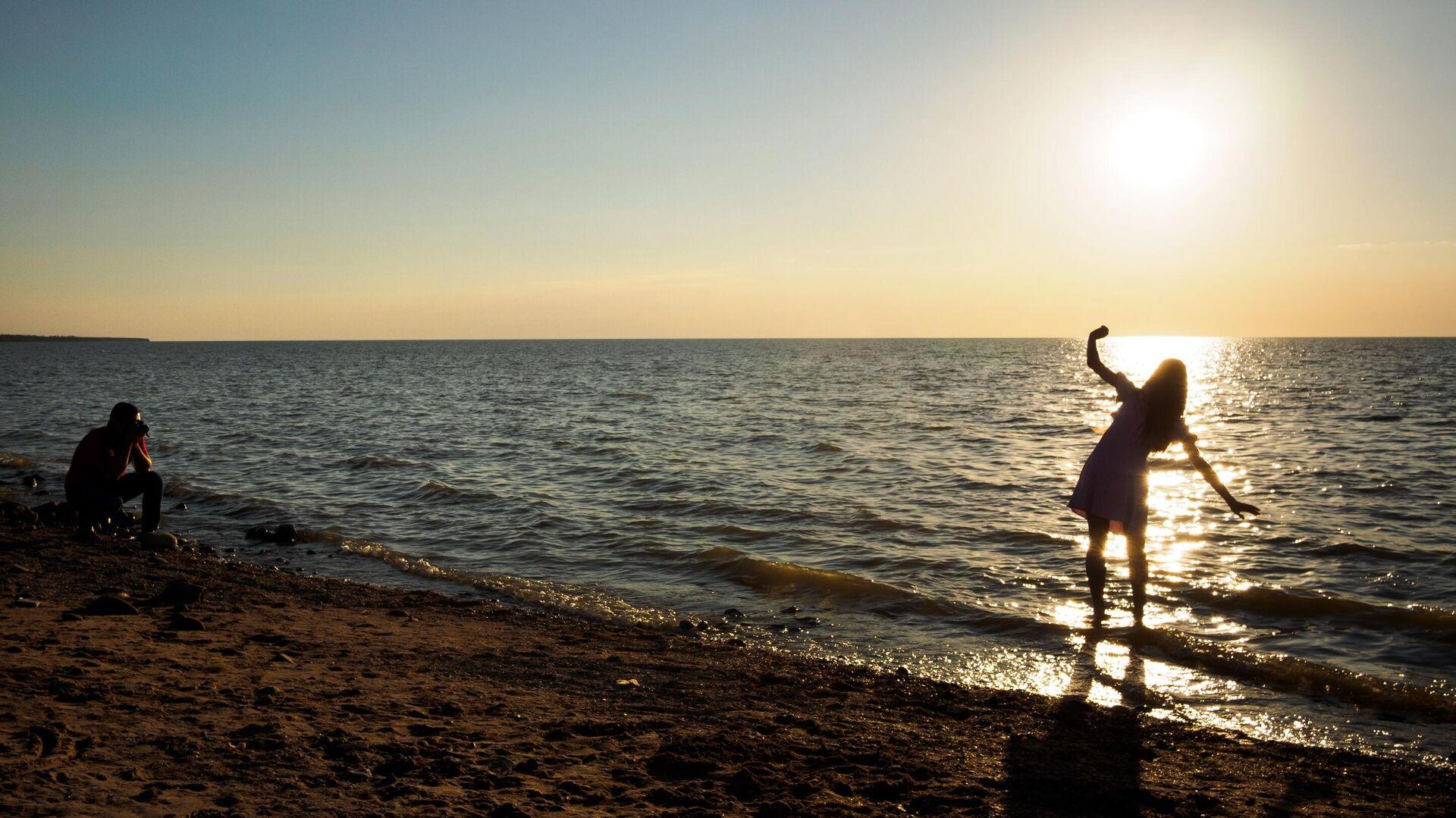 Отдыхающие на берегу Азовского моря в курортном городе Ейск - РИА Новости, 1920, 25.06.2021
