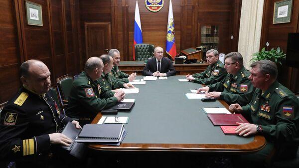 Президент РФ Владимир Путин во время встречи с командующими войсками военных округов и Северным флотом. 24 декабря 2019