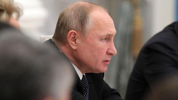 Президент РФ Владимир Путин во время встречи с руководством Государственной Думы РФ и Совета Федерации РФ