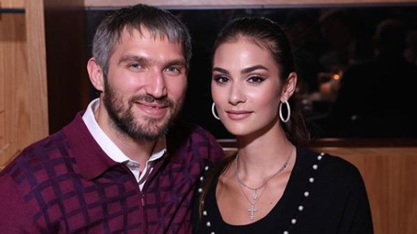 Александр Овечкин с супругой Анастасией Шубской