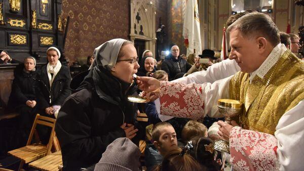 Рождественская месса в Латинском кафедральном соборе (Митрополичья базилика Успения Пресвятой Девы Марии) во время празднования католического Рождества во Львове