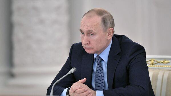 Президент РФ Владимир Путин на заседании Государственного совета по вопросам аграрной политики