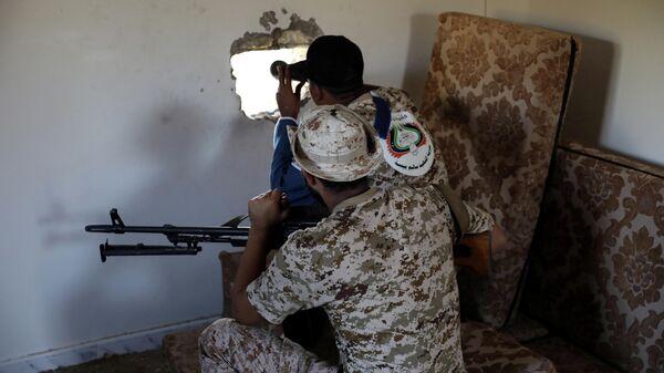Бойцы сил международно признанного Правительства национального согласия (ПНС) в Триполи