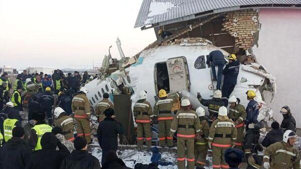 Место крушения самолета Fokker 100 казахстанской авиакомпании Bek Air