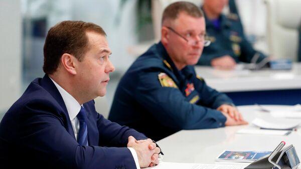 Председатель правительства Дмитрий Медведев проводит сеанс видеосвязи с руководителями главных управлений МЧС