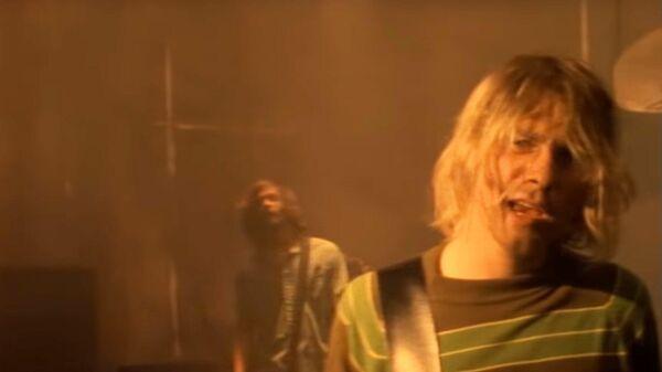 Стоп-кадр из клипа группы Nirvana - Smells Like Teen Spirit