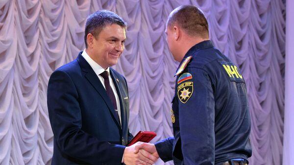 Глава ЛНР наградил сотрудников МЧС в честь пятилетия основания ведомства