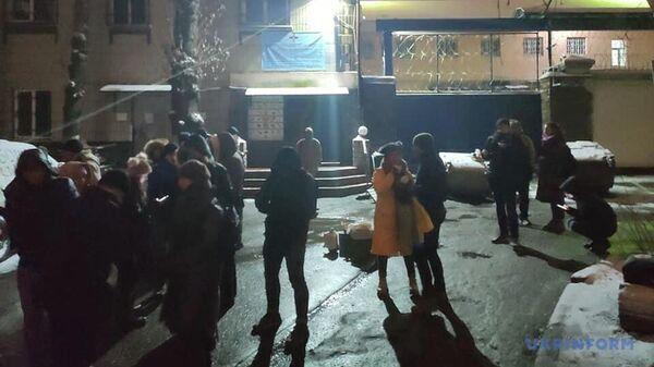 Активисты блокируют выезды из Лукьяновского СИЗО в Киеве, где содержатся заявленные для обмена в Донбассе трое бывших сотрудников Беркута
