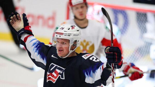 Игрок сборной США Артур Калиев радуется забитой шайбе