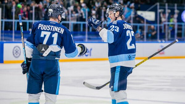 Хоккеисты Сибири Юусо Пуустинен и Юрки Йокипакка
