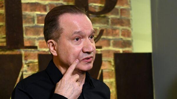Режиссер Виктор Рыжаков