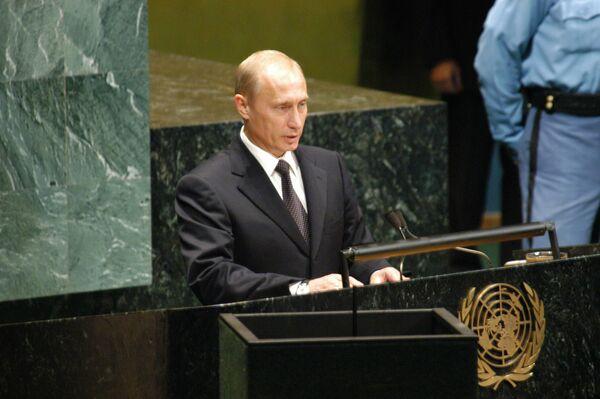 Президент РФ Владимир Путин выступает на 58-й сессии Генеральной Ассамблеи ООН во время своего рабочего визита в США