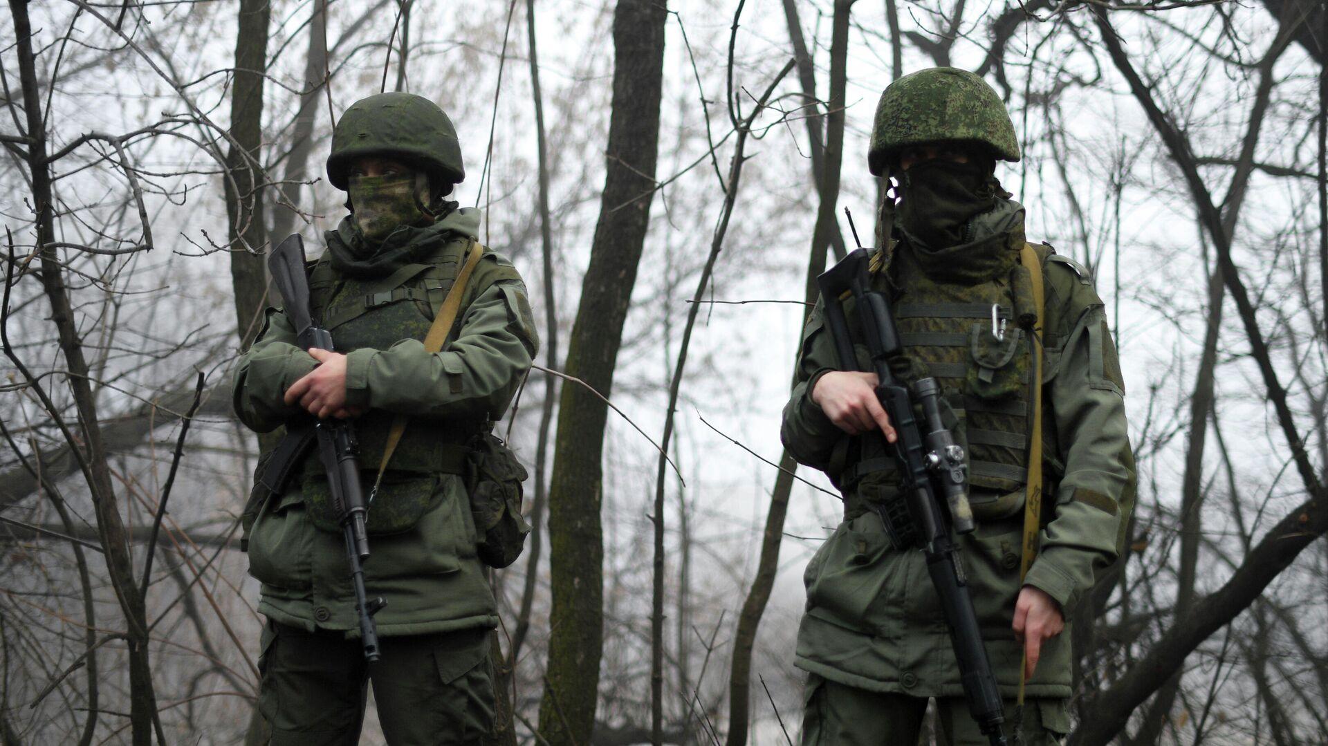 Военнослужащие в Донбассе - РИА Новости, 1920, 01.03.2021