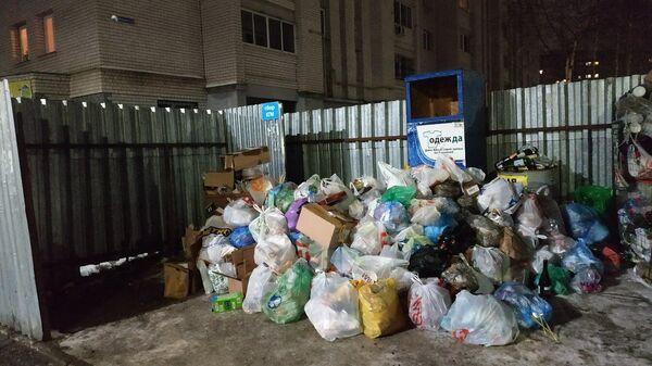 Мусор на улице Тихомирова во Владимире