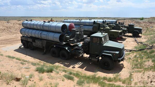 Расчеты зенитных ракетных комплексов (ЗРК) С-300 Фаворит