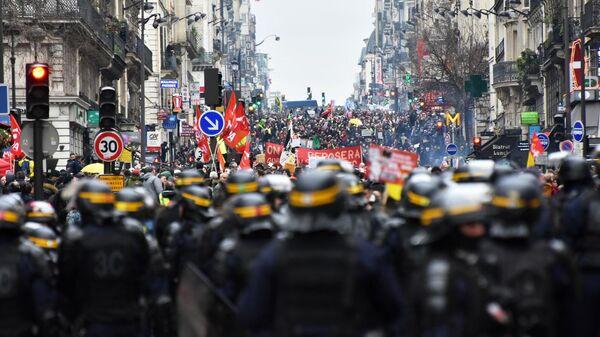 Акция протеста против пенсионной реформы в Париже