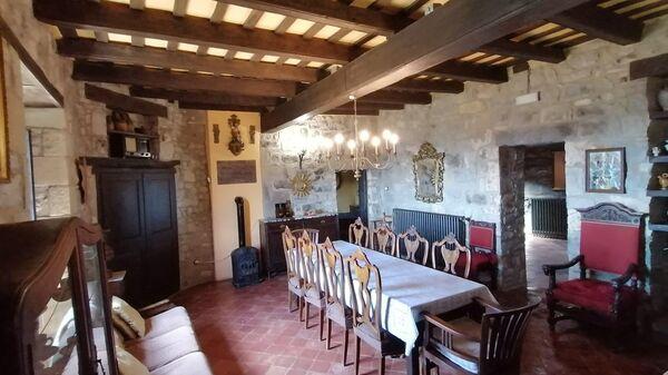 Средневековый замок в Испании, выставленный на аренду на сайте Airbnb