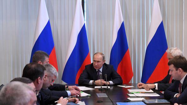 Президент РФ Владимир Путин проводит совещание на территории гостиничного комплекса Мрия в Ялте