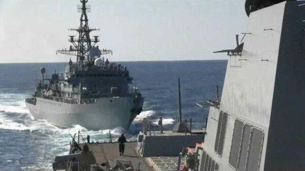 Кадры сближения эсминца USS Farragut с российским кораблем в Аравийском море
