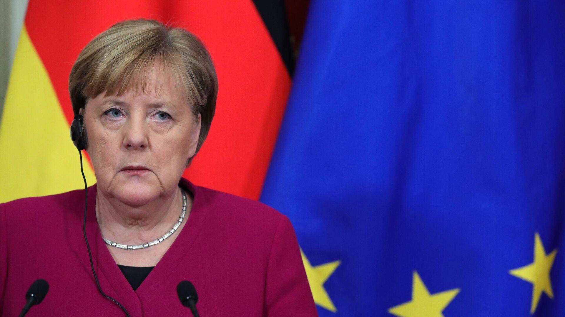 Федеральный канцлер Германии Ангела Меркель во время совместной с президентом РФ Владимиром Путиным пресс-конференции по итогам встреч - РИА Новости, 1920, 19.02.2021