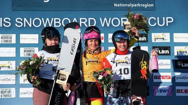 Слева направо - сноубордистки София Надыршина (Россия), Рамона Хофмайстер (Германия) и Милена Быкова (Россия)