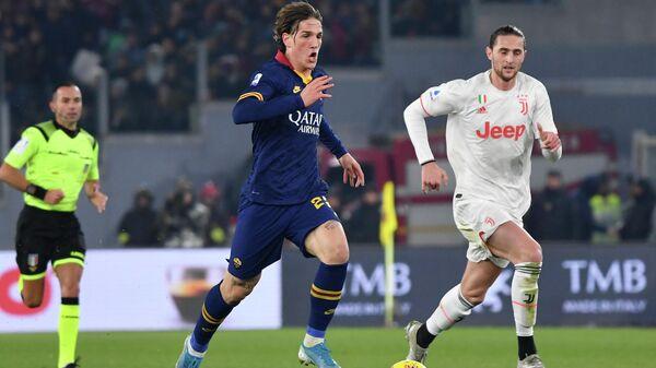 Полузащитник Ромы Николо Дзаниоло в матче чемпионата Италии против Ювентуса