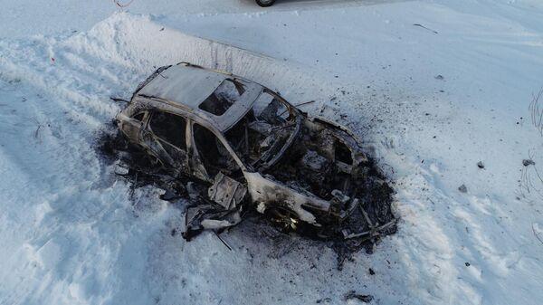 Десятого января 2020 года на участке местности в поселке Затон Алтайского края обнаружен сожженный автомобиль с находящимися в нем телами двух человек.