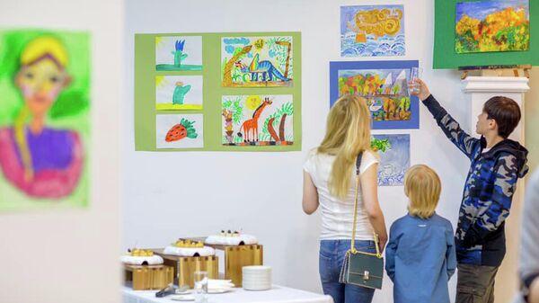 Выставка работ участников проекта Краски этого мира