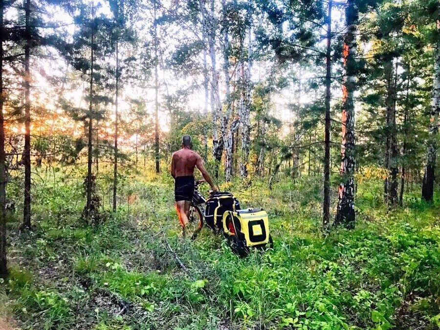 Уходим в лес, ищем место для лагеря