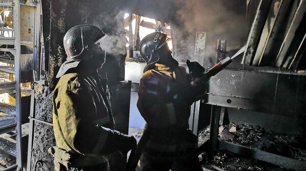 Тушение пожара в заброшенных помещениях на территории птицефабрики в Хабаровске