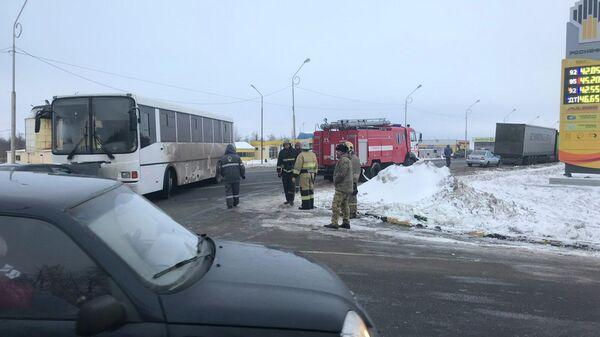Последствия ДТП на 263-м километре автодороги Саратов - Сызрань - Саратов - Волгоград