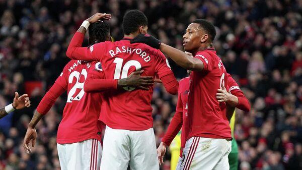 Футболисты Манчестер Юнайтед празднуют гол в ворота Норвича