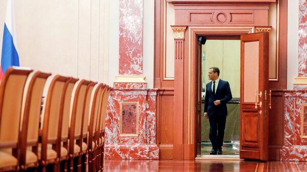 Председатель правительства РФ Дмитрий Медведев перед встречей с членами правительства РФ