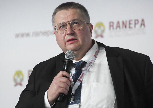 Заместитель руководителя Федеральной налоговой службы РФ Алексей Оверчук на XI Гайдаровском форуме в Москве